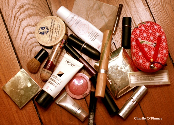 make-up maquillage trousse voyage léger