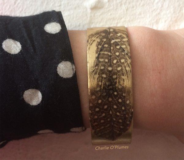 manchette bracelet plumes pintade pois