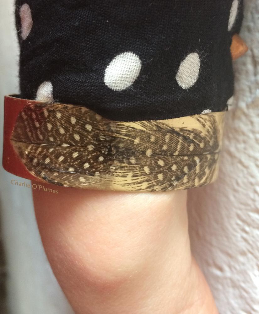 bracelet manchette oplumes plumes pintade pois laiton